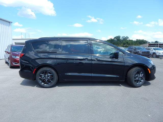 New 2019 Chrysler Pacifica TOUR L PLS